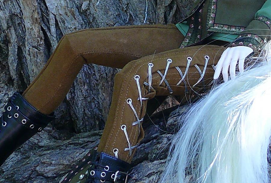 На шортиках вместо выточек двойные складочки, застроченные чуток и сверху отстрочка. .  Хвост у волка сшит из старой...