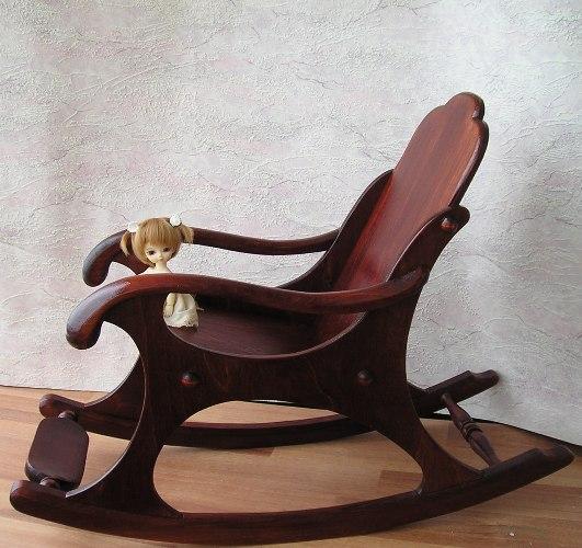Как сделать для куклы кресло с качалку